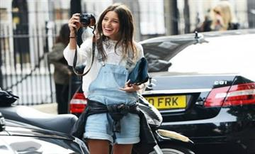 Denim Dungarees: Η επιστροφή του αγαπημένου κομματιού των  90s'!